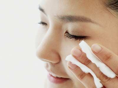 睫毛膏洗不掉怎么办 分享卸妆小技巧